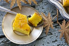 Gâteau avec la semoule et la confiture photo libre de droits