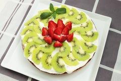 Gâteau avec le kiw Photos libres de droits