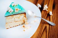 Gâteau avec le maïs éclaté Images stock
