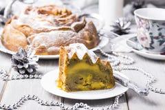Gâteau avec le potiron, la courgette et le matcha Photographie stock libre de droits
