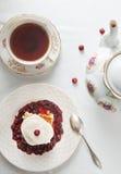 Gâteau avec le thé images stock