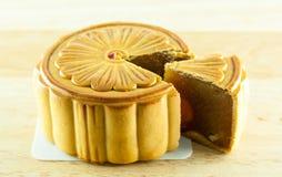 Gâteau chinois de lune et thé chinois Images stock