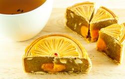 Gâteau chinois de lune et thé chinois Images libres de droits