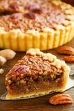 Gâteau classique américain avec des noix de pécan Images stock