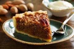 Gâteau classique américain avec des noix de pécan Image stock