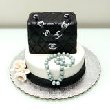 Gâteau classique de fontaine de sac à main de Chanel Photos stock