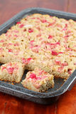Gâteau complet de rhubarbe images stock