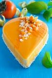 Gâteau crémeux avec la noix de coco images stock