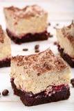 Gâteau crémeux de café avec des cerises Photographie stock libre de droits