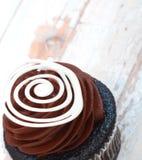 Gâteau crémeux de chocolat Photos stock