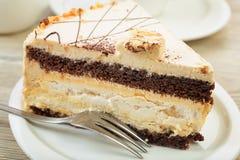 Gâteau crémeux doux avec du café Photo stock