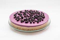 Gâteau cru de vegan avec des myrtilles image stock