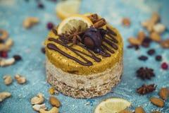 Gâteau cru fait maison Durcissez sans gluten, farine, oeufs, beurre et sans traitement thermique Bar de forme physique de céréale Image libre de droits