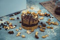 Gâteau cru fait maison Durcissez sans gluten, farine, oeufs, beurre et sans traitement thermique Bar de forme physique de céréale Photos stock