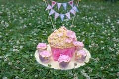 Gâteau décoré Photos stock