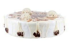 Gâteau décoré par crème d'isolement sur le blanc Image libre de droits