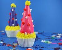 Gâteau délicieux avec le givrage et les festins Images libres de droits