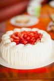 Gâteau délicieux de fraise avec des fraises image stock
