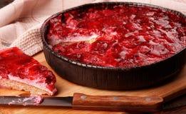 Gâteau délicieux de framboises de plat Photographie stock