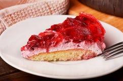 Gâteau délicieux de framboises de plat Photographie stock libre de droits