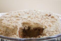 Gâteau délicieux de raccord en caoutchouc et de noix image stock