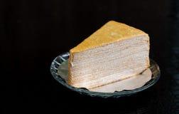Gâteau délicieux de thé de plat photographie stock