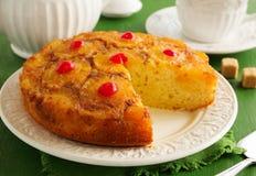 Gâteau d'ananas avec le caramel Images stock
