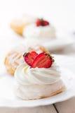 Gâteau d'Anna Pavlova avec la fraise Image libre de droits