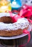 Gâteau d'anneau avec du sucre glace Photographie stock