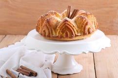 Gâteau d'anneau de cannelle images libres de droits