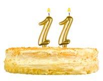 Gâteau d'anniversaire avec des bougies numéro onze d'isolement Image libre de droits