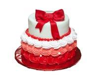 Gâteau d'anniversaire avec l'arc sur supérieur d'isolement image libre de droits