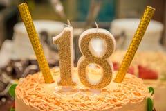 Gâteau d'anniversaire avec le numéro 18 Photos libres de droits