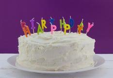 Gâteau d'anniversaire avec les bougies non allumées Photographie stock
