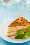 Gâteau d'anniversaire avec une bougie Images libres de droits