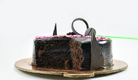 Gâteau d'anniversaire délicieux de chocolat, joyeux anniversaire, heure de célébrer, d'isolement sur le fond blanc Photos stock