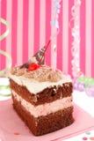 Gâteau d'anniversaire de chocolat de cerise Images stock