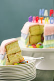Gâteau d'anniversaire de Pinata Photographie stock libre de droits