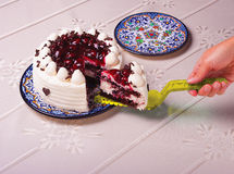 Gâteau d'anniversaire de portion Photographie stock