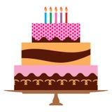 Gâteau d'anniversaire doux avec cinq bougies brûlantes Photos libres de droits