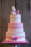 Gâteau d'anniversaire pour un enfant d'un an image libre de droits