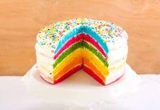 Gâteau d'arc-en-ciel Image stock