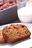 Gâteau de banane avec la banane et l'orange fraîches. gâteau fait par maison. Photo stock