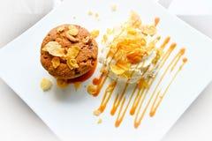 Gâteau de beurre de canneberge de banane Images libres de droits