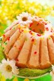 Gâteau de boucle de Pâques avec la glaçure photo libre de droits