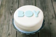 Gâteau de célébration pour un bébé Images libres de droits