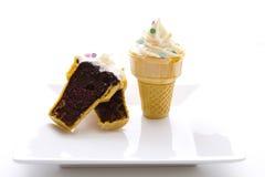Gâteau de cône de crême glacée Photos libres de droits