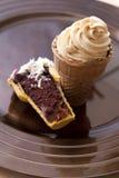 Gâteau de cône de crême glacée Images libres de droits