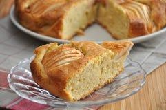 Gâteau de cannelle d'Apple Photographie stock