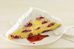 Gâteau de cerise de triangle photo stock